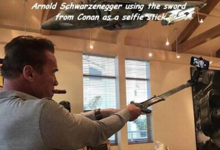 best-damn-photos-arnold-conan-sword
